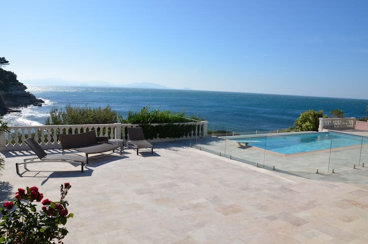 Stunning oceanfront villa with heated secure pool - Carry-le-Rouet - Villa