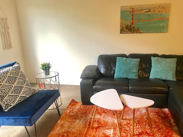 F28 - 2BR Townhouse in Poppin Mtn View