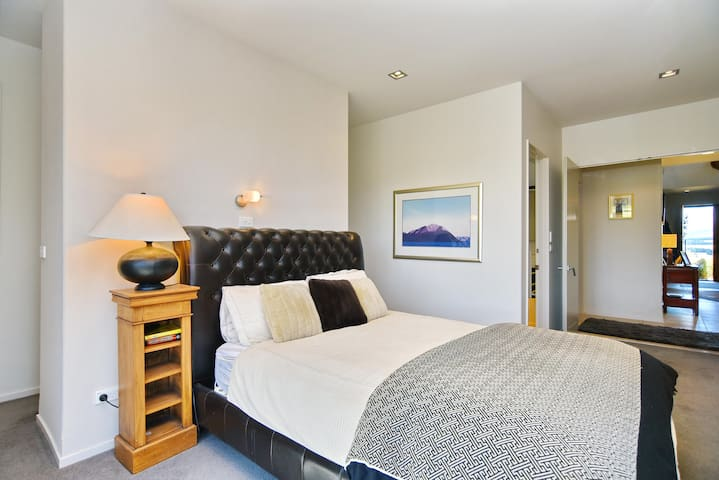 Bedroom 1 has a Queen bed and an En suite