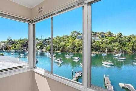 Stunning Waterfront Apartment - Flat