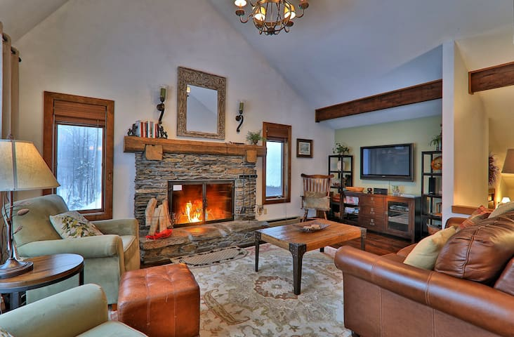 Beautifully renovated home, Private Wooded Setting, Hot Tub. Pet Friendly