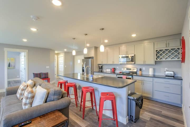 2BR ✶ Modern & Chic ✶ Comfy Home in Old Colorado