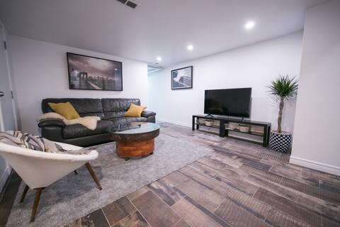 Bright 1 Bedroom Separate Apartment Suite