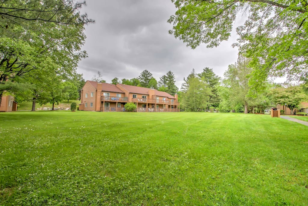 A large yard space, tennis courts and community pool await your at this Mansion Hill condo.
