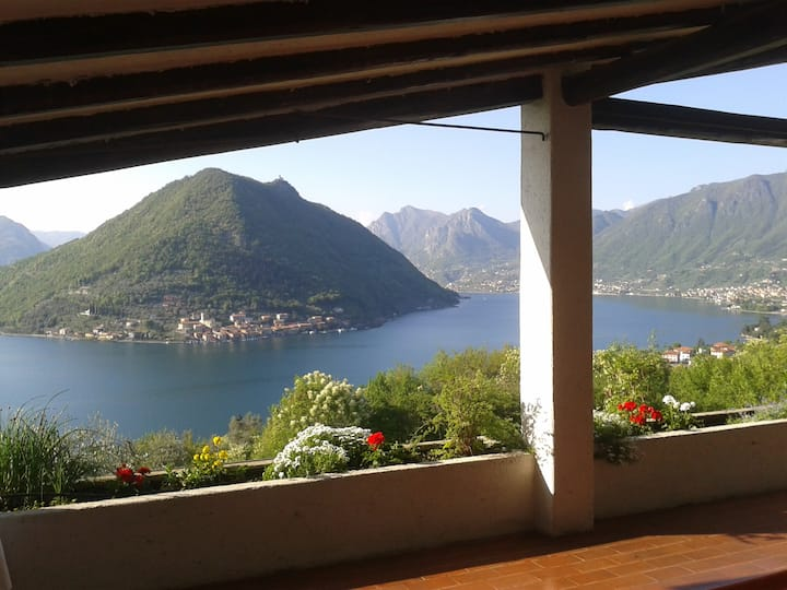 Villa unique view of Montisola - Iseo Lake