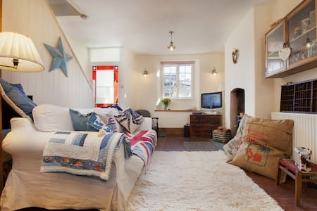 Star Cottage - A Cosy Cottage Welcoming Pets! - Shaldon