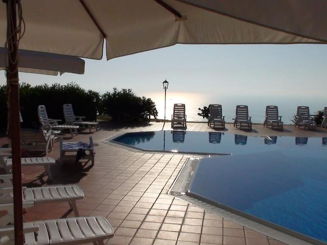 Apartment with views over Tropea & great pool - Tropea - Apartemen