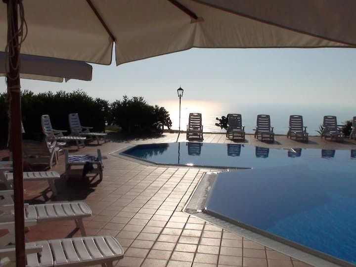 Apartment with views over Tropea & great pool