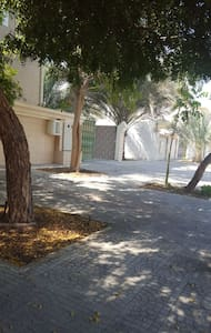 تقع بين جامعة السلطان قابوس وجامع السيدة ميزون