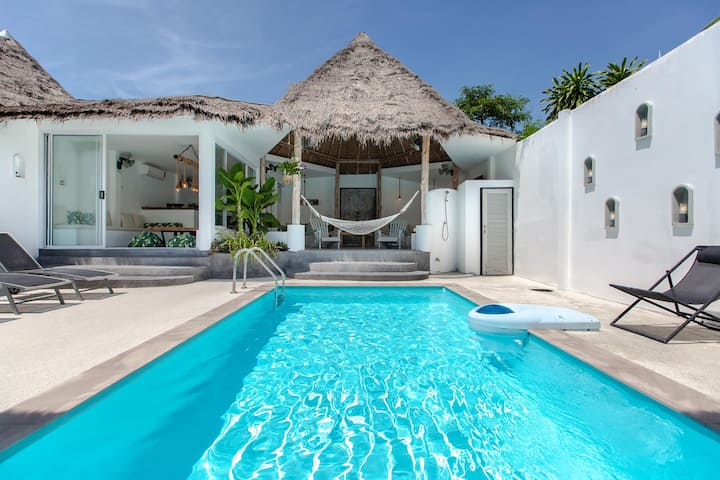 2 BEDROOMS & POOL VILLA IN A CHARMING HOTEL !