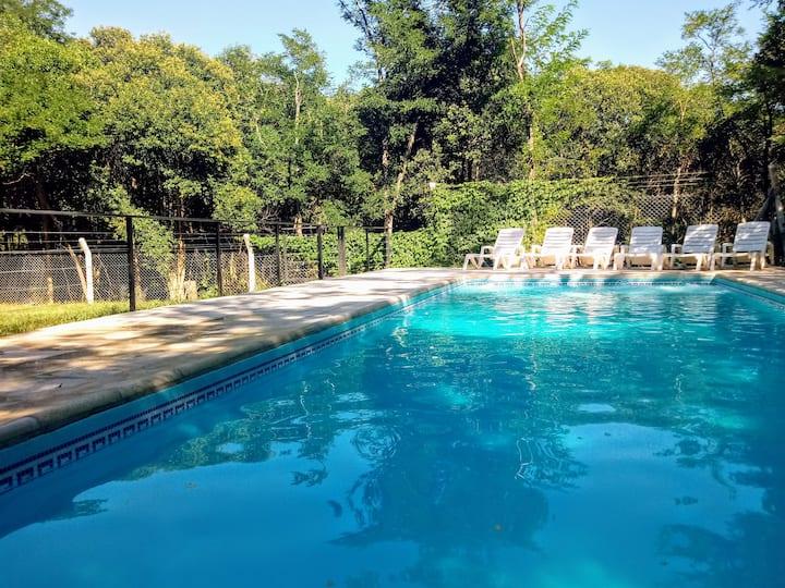 Complejo LOS MORITAS: Deptos con piscina y cochera