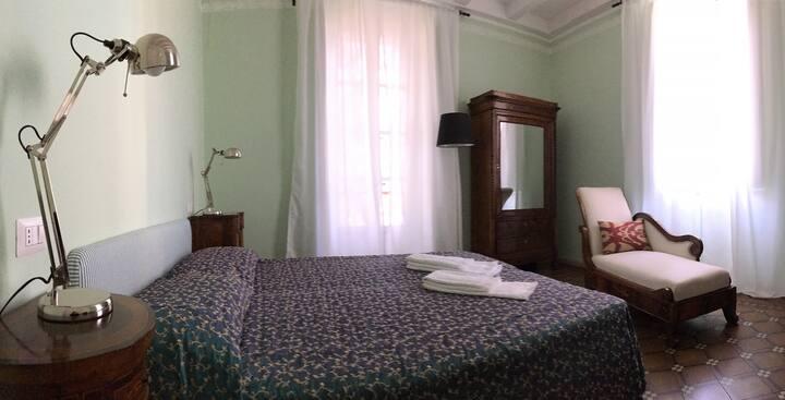Camera Olivo, Balcone e Bagno Privato con Doccia