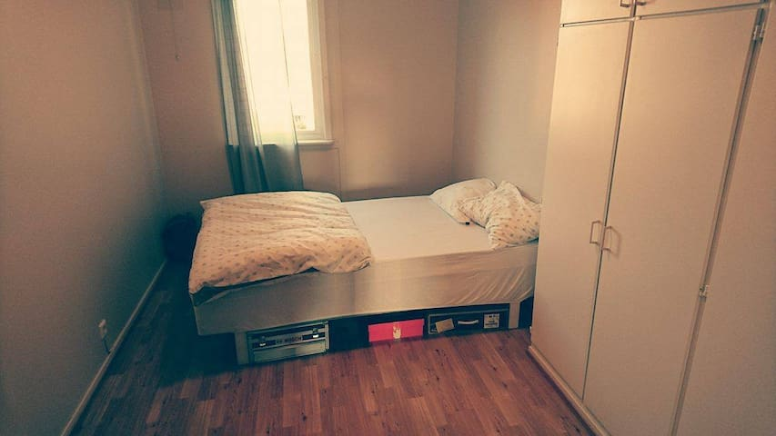 Vacant guest room close to Oslo Airport - Jessheim - Apartamento