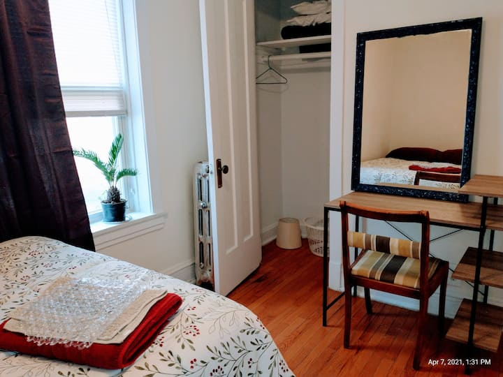 Private Basic room available next to Lake Michigan