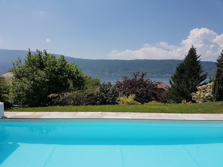 Beautiful property in front of Annecy Lake