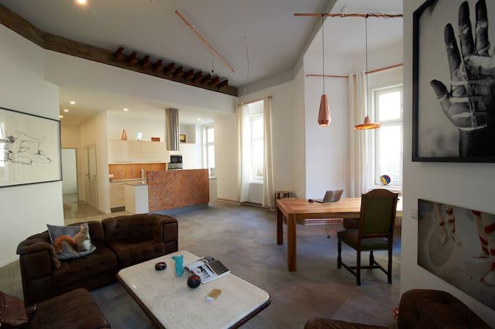 * CENTRAL DESIGN LOFT, 70 m² FREE GARAGE PARKING*