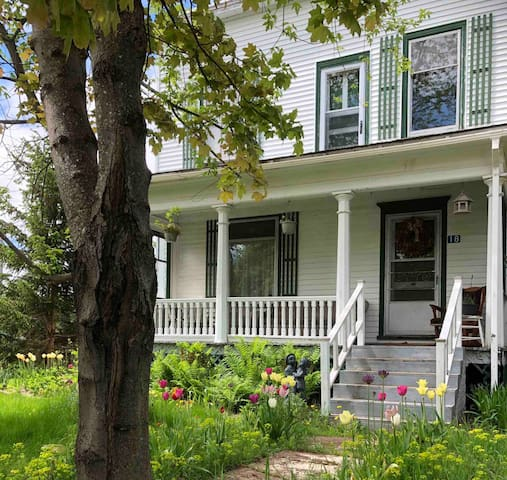 Wild Garden Guest House in Port Elgin