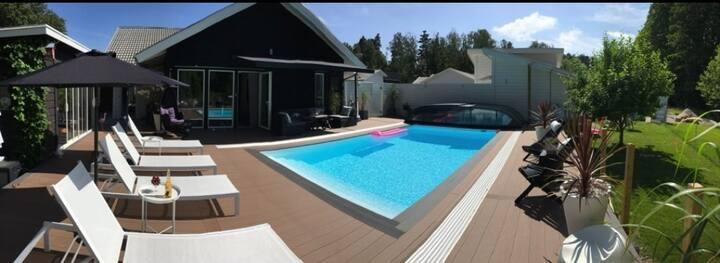 Hus 165 kvadratmeter med pool på västkusten
