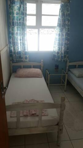 Quarto 2 camas