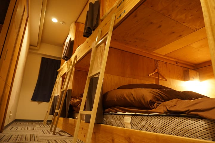 Dormitory (semi-double / the upper bunk) セミダブル (上)