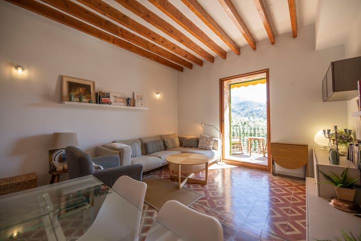 Flat in first line of Port de Sóller nº (Phone number hidden by Airbnb)