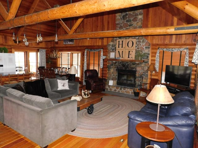 Log Home with game room/hot tub