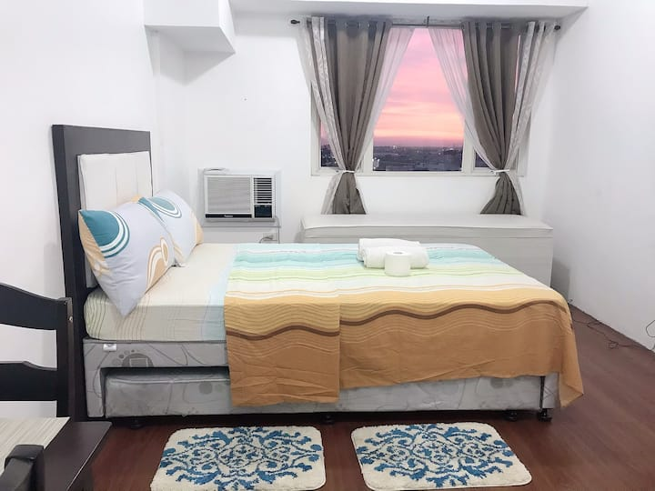Affordable Staycation Studio w/Pool Access