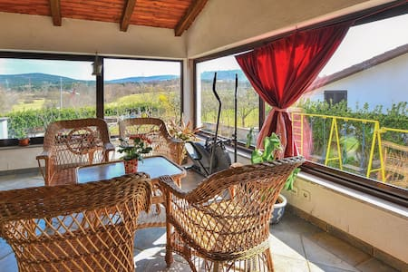 Holiday apartment with 2 bedrooms on 74m² in Divaca