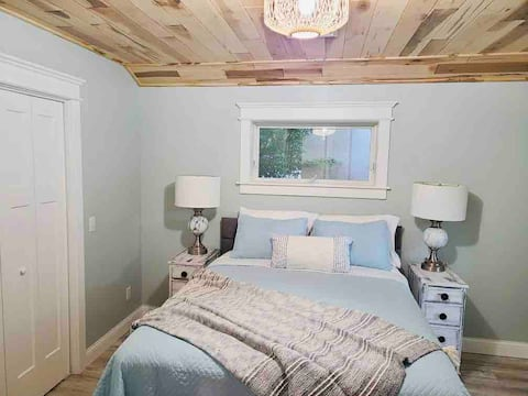 A Clean & Cozy Lakeview Home- Caseville Sand Point