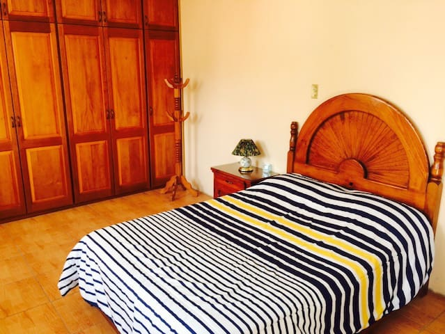 Private room & bath + parking - Oaxaca - Dom