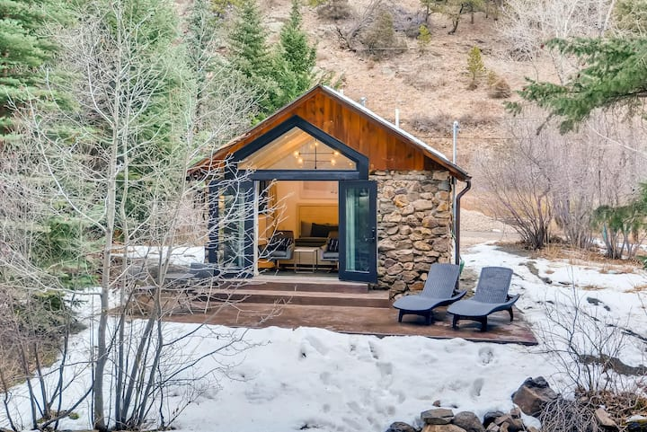 Minimalist Modern WATERFRONT Cabin
