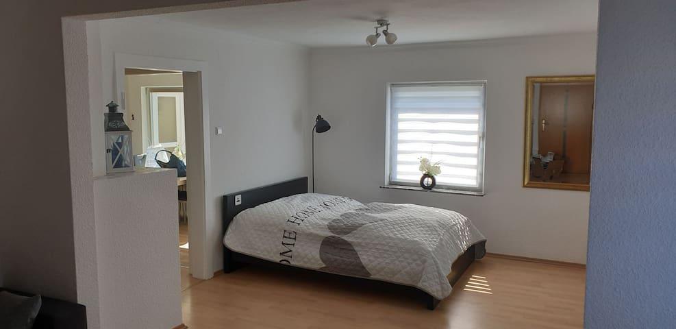 Neu eingerichtete Wohnung in der Edelsteinstadt
