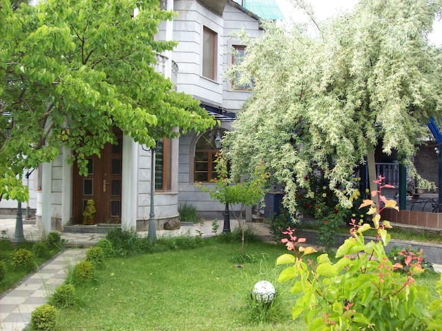 Guest House - Yerevan - Bed & Breakfast