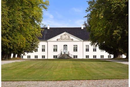 FrederiksbergMansion.Turebyholmslot - Tureby