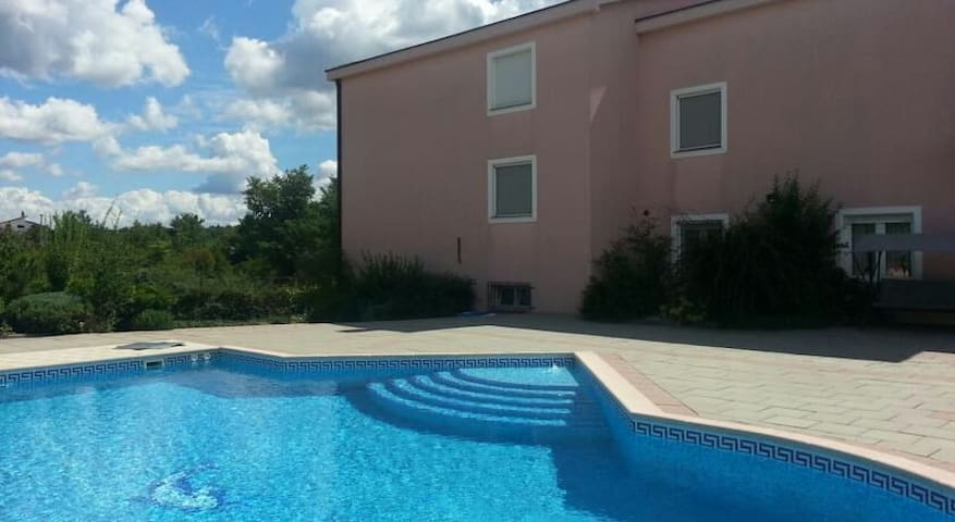 Private apartment in villa with pool! - Međugorje, Čitluk - Дом