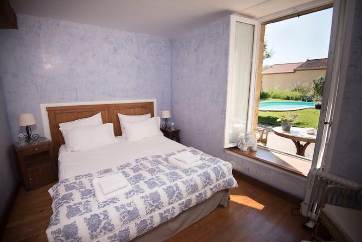 Chambre  Bleue at Domaine à Marmande- near Marciac