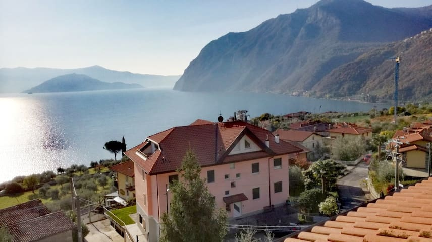 APARTMENT AMAZING VIEWS ON THE LAKE ISEO MONTISOLA