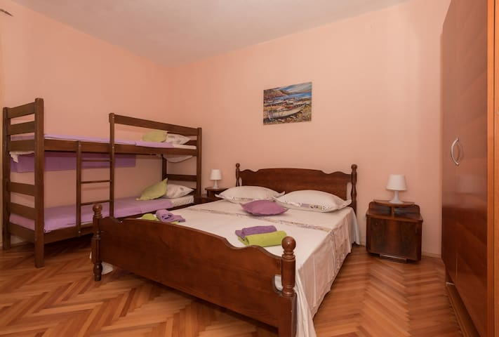 Second room with banked bed for kids...