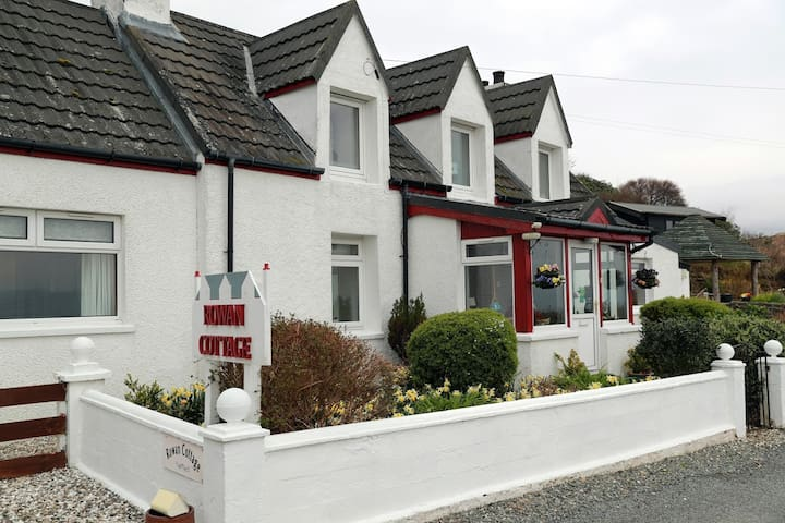 Rowan Cottage - at the end of the winding road - Elgol - Bed & Breakfast