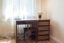 стол для работы в гостиной