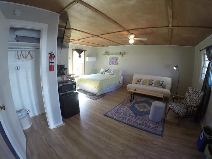 Private Studio in the Heart of Jasper (Redbud)