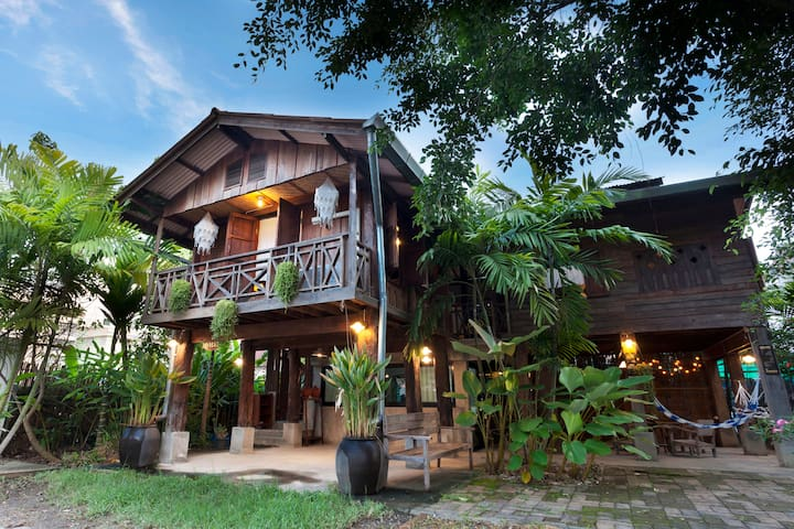 Authentic Thai Stay at Kanom Jeen Baan Chom Chan