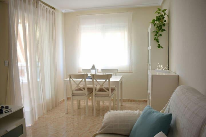 Apartamento moderno cerca de la Playa y Puerto.