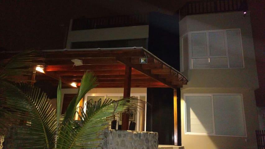 Spectacular Beach Front House - San Bartolo - Rumah