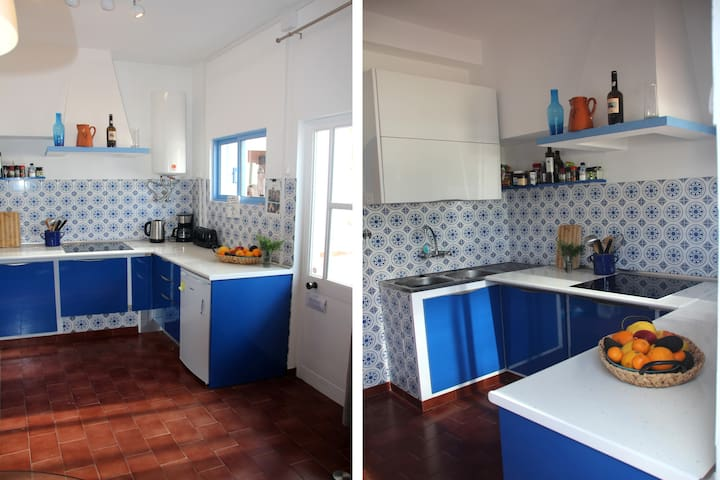 The kitchen...new rebuild with the old azulejo tiles!