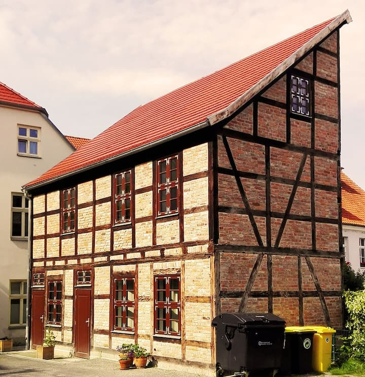 Charmant rekonstruiertes Fachwerkgebäude (zentral)