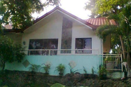 Roselyn Rest House - San Remigio