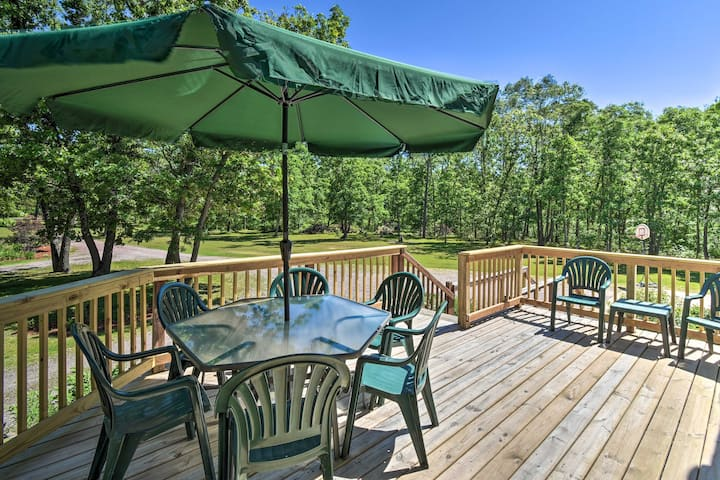 NEW! Wisconsin Dells Family Home w/Fire Pit & BBQ!