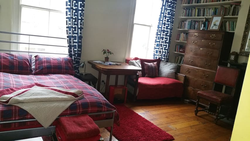 Double room West Hampstead and pretty roof terrace