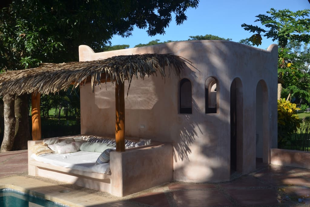 Exterior bathhouse with roofed pool bed